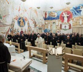 Papież słucha kazań w Poście