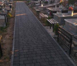Trwają prace na cmentarzu X 2018