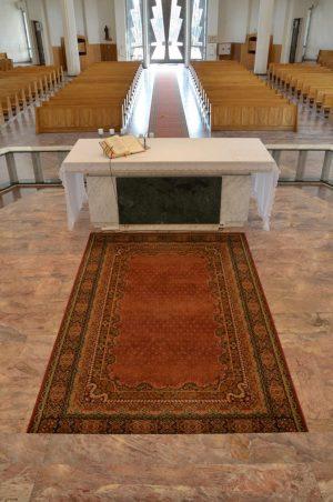 Nowy dywan w prezbiterium