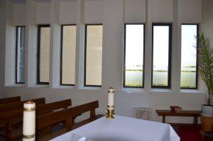 Kaplica za ołtarzem - okna