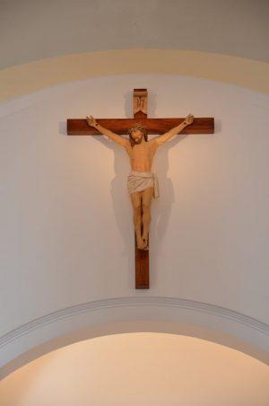 Krzyż nad prezbiterium