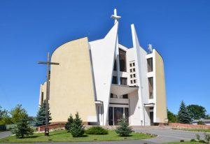 Fasada kościoła od strony drogi wyjazdowej